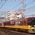 写真: 京阪電車 8000系通過