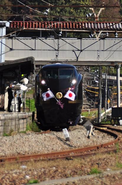 特別列車が通過します