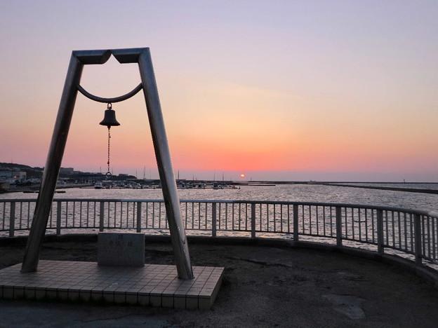まん丸の夕日・室蘭(2011.10)6