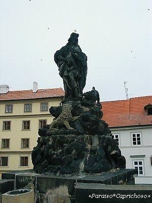 カレル橋の彫像