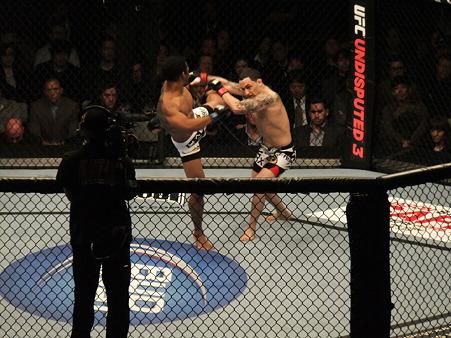 UFC 144 ライト級タイトルマッチ フランク・エドガーvsベンソン・ヘンダーソン (3)