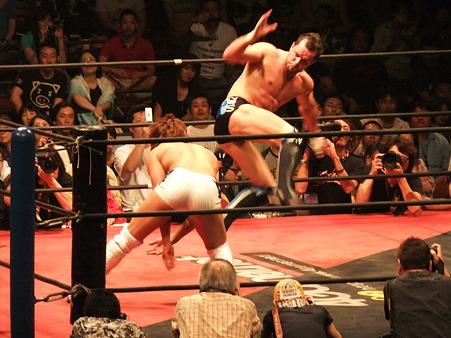 DDT 両国ピーターパン2011 〜二度あることは三度ある〜 IWGPJr.ヘビー級選手権試合 飯伏幸太vsプリンス・デヴィット (6)