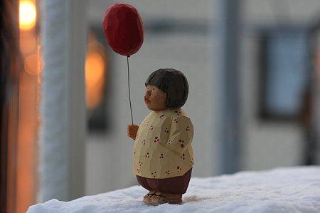 2012.01.24 ベランダ 雪の朝 木彫り小舎