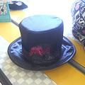 写真: 催促のメールが来たしと帽子を買ってきた。990円。靴下も買ってこない...