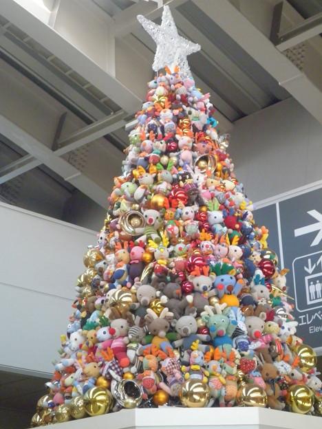 写真: 日暮里駅のクリスマスツリー