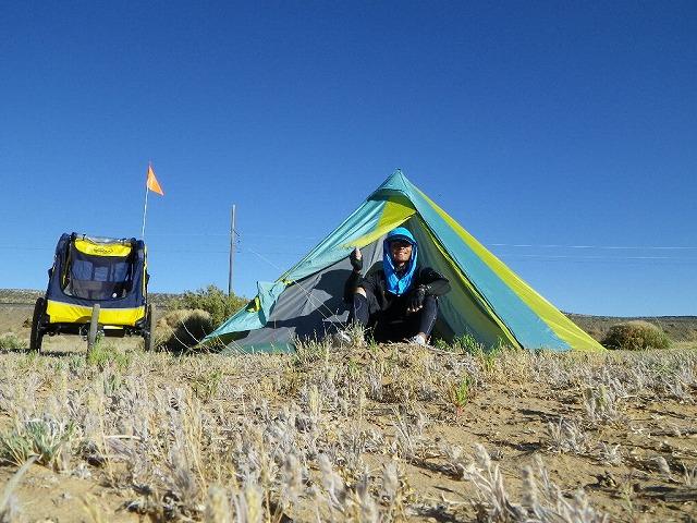 砂漠のキャンプ…外気温40度、テント内は45度を超える。日が沈んでから出ないとテント内に入れない。まさにサウナ風呂状態。