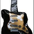 写真: ギター型ショルダーバッグ