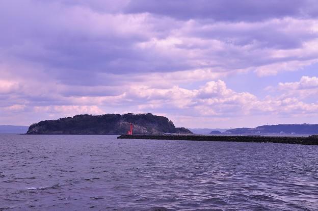 横須賀基地内から見る無人島猿島。。。