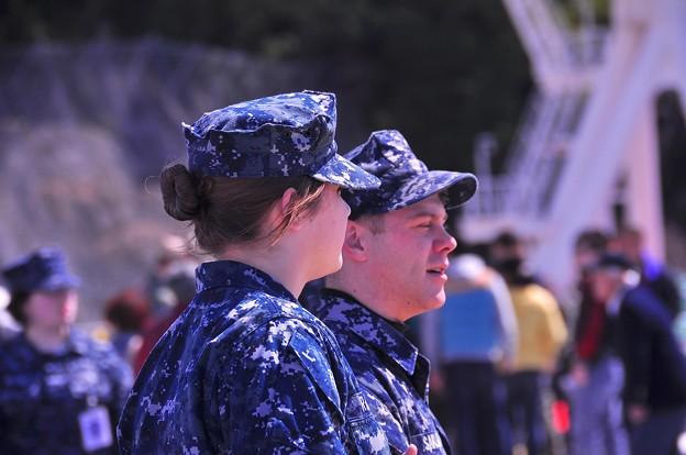 空母巡回する海軍兵士。。