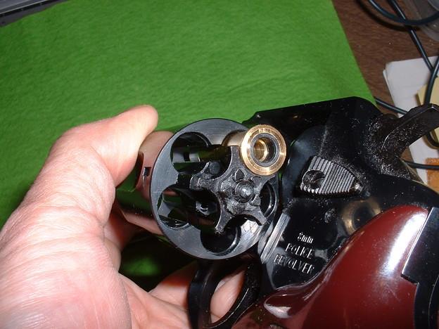 マルシン 8mm Xカート仕様 ポリスリボルバー 3in (Kit版 ) シリンダーを後部から覗く Doburoku-TAO