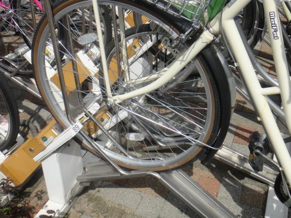 電磁ロック式の自転車ラックだが3時間まではロックしない