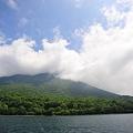 湖上から望む男体山